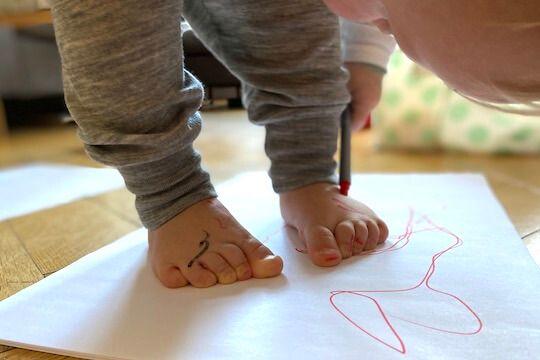 Jak prawidłowo zmierzyć stopy dziecka